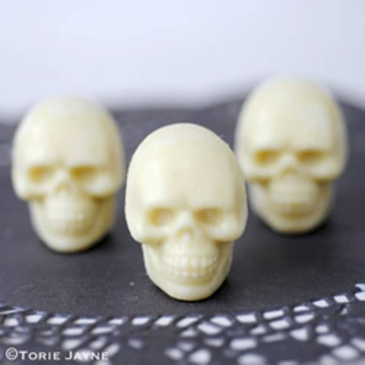 diy chocolate skulls