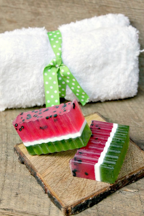 DIY_Watermelon Soap Bar_How To Make Homemade Watermelon Scented Soap_Easy Recipe