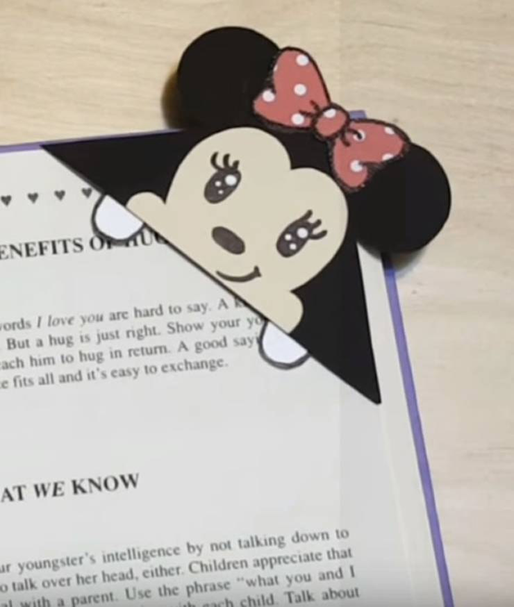 DIY Disney Minnie Mouse Corner Bookmark-DIY Corner Bookmarks - Cute Bookmark Ideas - Learn How To Make Corner Bookmarks Tutorial Included