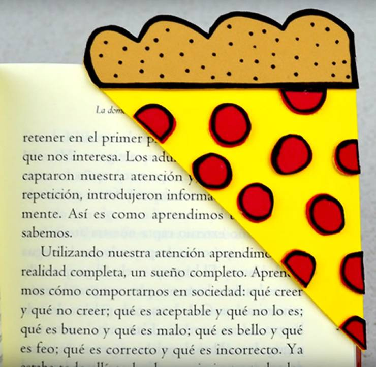 DIY Pizza Corner Bookmark-DIY Corner Bookmarks - Cute Bookmark Ideas - Learn How To Make Corner Bookmarks Tutorial Included