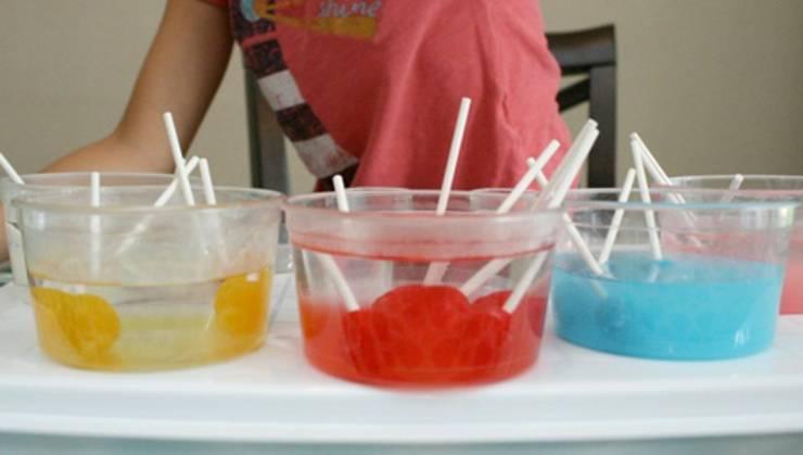 dissolving lollipop candy experiment for preschool kids_science activities