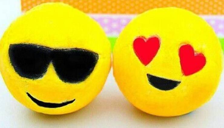 diy homemade emoji bath bombs_youtube video tutorial