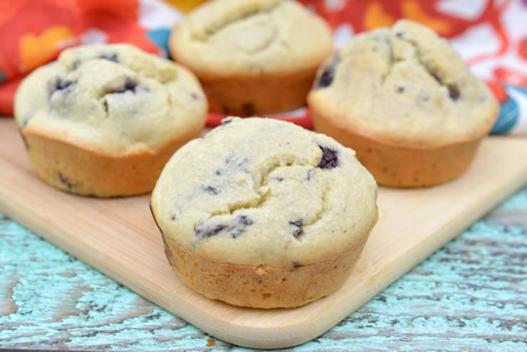 keto blackberry muffins_low carb muffin keto recipes_easy and simple - Simple keto muffins that make the BEST breakfast (grab and go) great for hetic mornings and kids will love them too. Yummy almond flour low carb blackberry muffins. Perfect for a ketogenic diet and keto lifestyle. Even though these are not vegan or diary free and do have egg - they are gluten free and truly tasty and healthy. Try these - low carb recipe, keto recipe, keto breakfast recipe, keto snacks, keto dessert #keto #ketorecipe