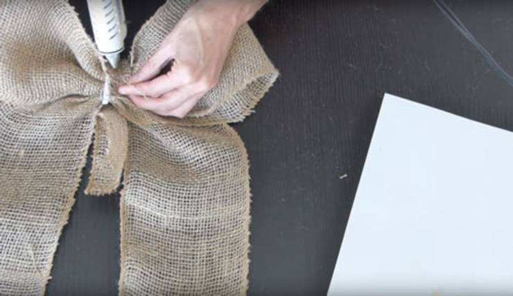Diy Burlap Bow Learn How To Make An Easy Burlap Bow