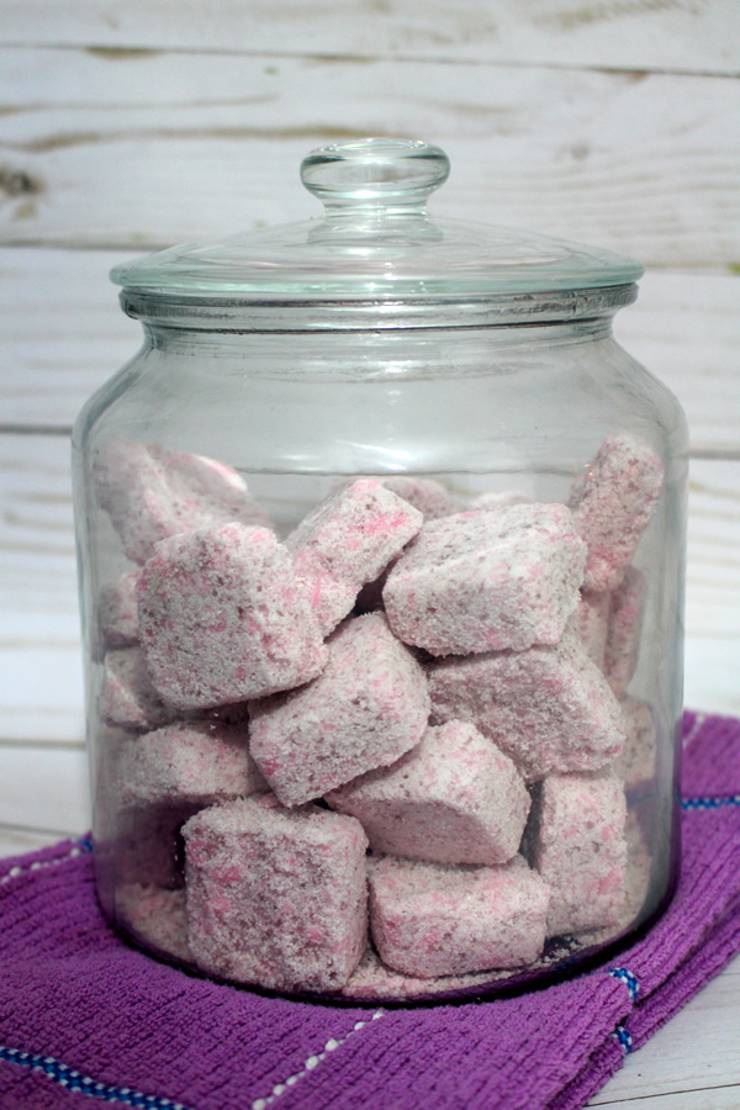 Easy homemade laundry detergent! The best homemade DIY laundry detergent tablets that can be made cheap - for pennies. A great budget friendly way to wash your clothes. Non toxic homemade laundry detergent recipe.
