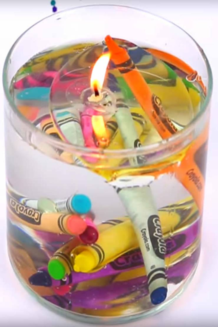 DIY water candles. Easy homemade candles that are a rainbow colors. Crayon candles. Learn how to make candles. Simple candle making DIY.