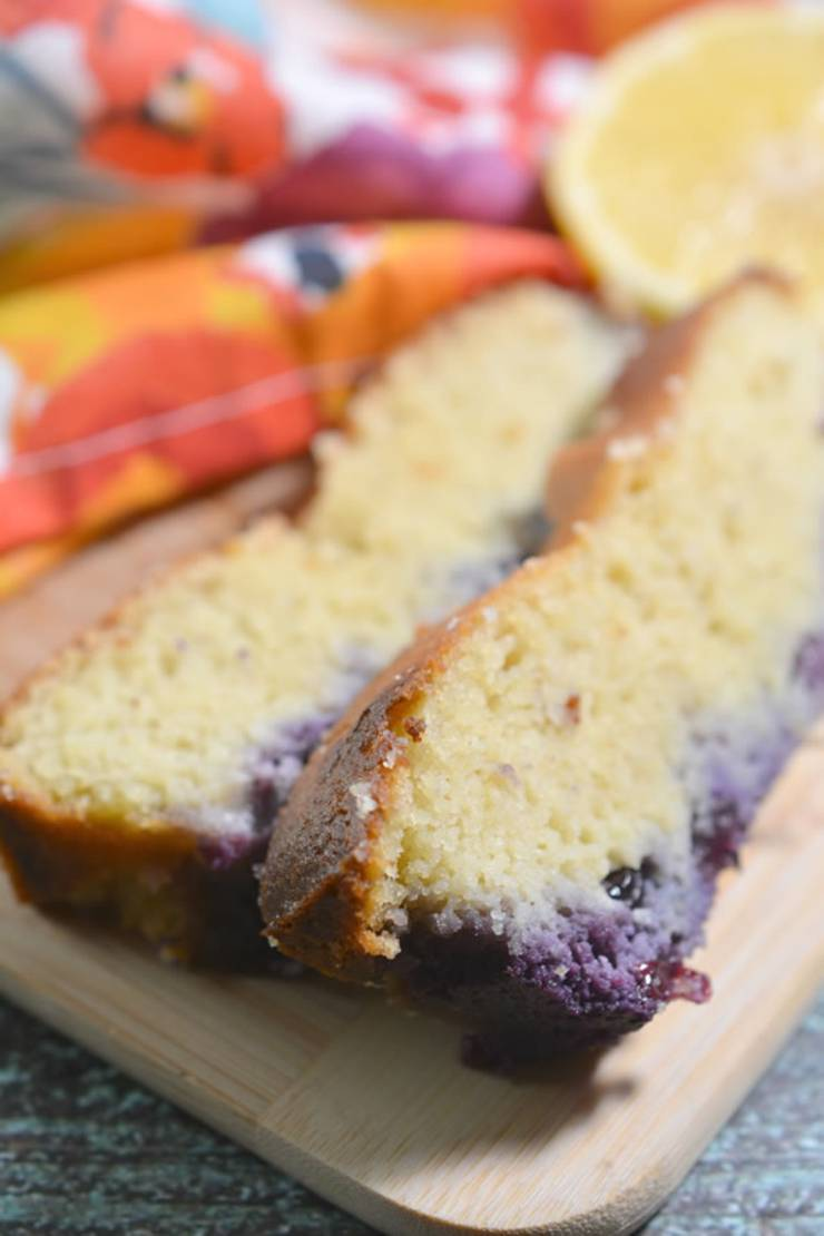 Easy keto bread everyone will love! Low carb almond flour ketogenic diet bread. Tasty keto breakfast bread - quick grab and go breakfast. Best keto loaf recipe that is moist and delicious. No coconut flour in this bread.Not diary free and do have egg. Simple recipe for a low carb diet and keto diet. Subsitute the blueberry with chocolate chips, cinnamon, pumpkin, strawberry, lemon or chocolate. #keto #ketorecipe