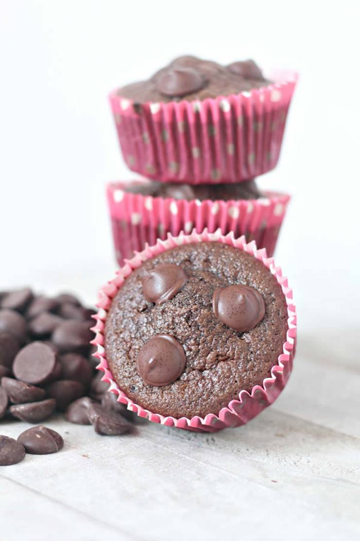 Easy keto muffins everyone will love! Low carb almond flour ketogenic diet muffins. Tasty keto breakfast muffins - quick grab and go breakfast. Best keto chocolate muffin recipe that is moist and delicious. No coconut flour in these muffins.They are not diary free and do have egg. Simple recipe for a low carb diet and keto diet. Make muffins in these flavors too blueberry, cinnamon, pumpkin, strawberry, lemon. #keto #ketorecipe