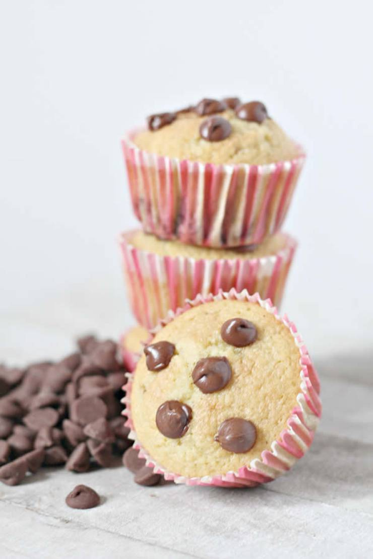 Easy keto muffins everyone will love! Low carb almond flour ketogenic diet muffins. Tasty keto breakfast muffins - quick grab and go breakfast. Best keto muffin recipe that is moist and delicious. No coconut flour in these muffins.They are not diary free and do have egg. Simple recipe for a low carb diet and keto diet. Subsitute the chocolate chips with blueberry, cinnamon, pumpkin, strawberry, lemon or chocolate. #keto #ketorecipe