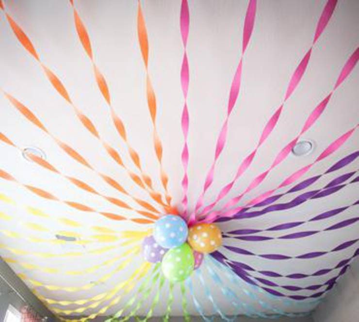 Crepe Paper And Balloon Decor