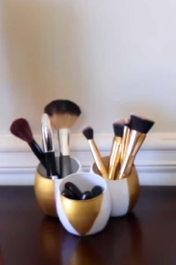DIY Dollar Store Makeup Brush Storage Hack