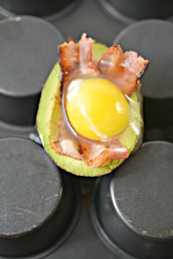 Keto Avocado Recipe Easy Low Carb Avocado Bacon Amp Egg