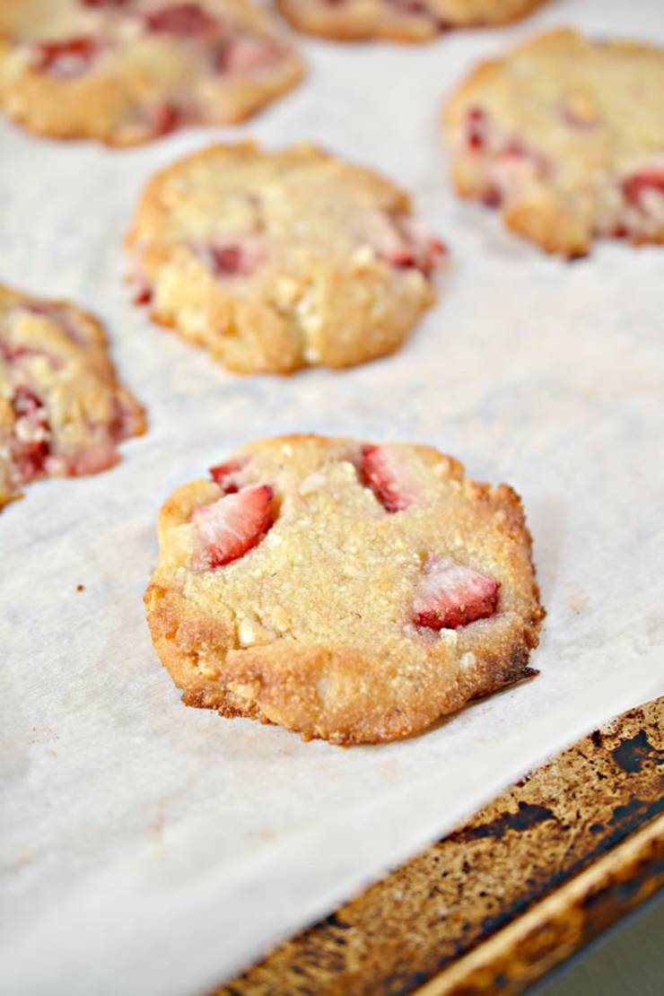 BEST Keto Cookies! Low Carb Strawberry Macadamia Nut Cookie Idea – Quick & Easy Ketogenic Diet Recipe – Completely Keto Friendly