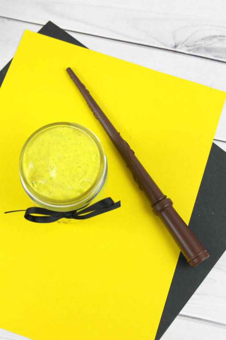 DIY Harry Potter Slime - How To Make Homemade Harry Potter Hufflepuff Slime - Easy & Fun Recipe For Kids - Kids Crafts Activities - Party Favors - Slime Idea