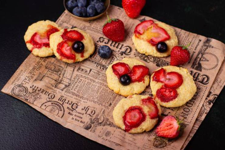 BEST Keto Cookies! Low Carb Keto Strawberry Cookie Idea – Quick & Easy Ketogenic Diet Recipe – Completely Keto Friendly