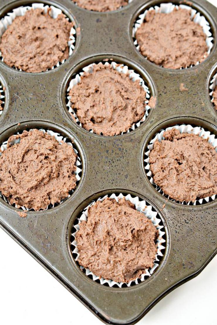 Keto Mint Chocolate Chip Cupcakes