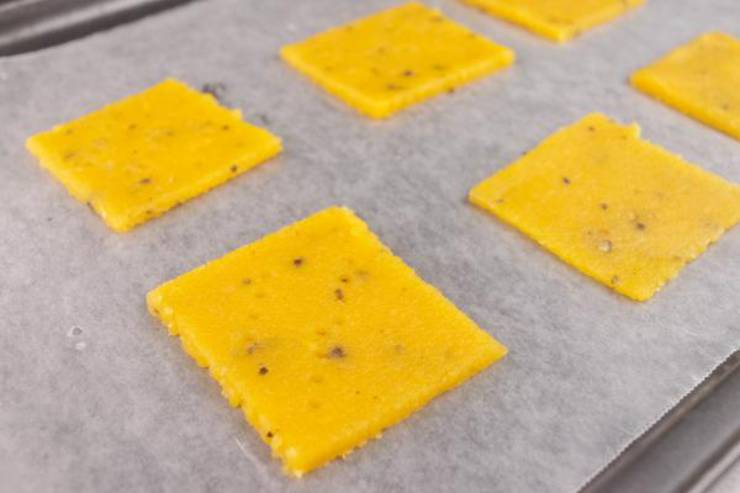 Keto Cheddar Cheese Crackers