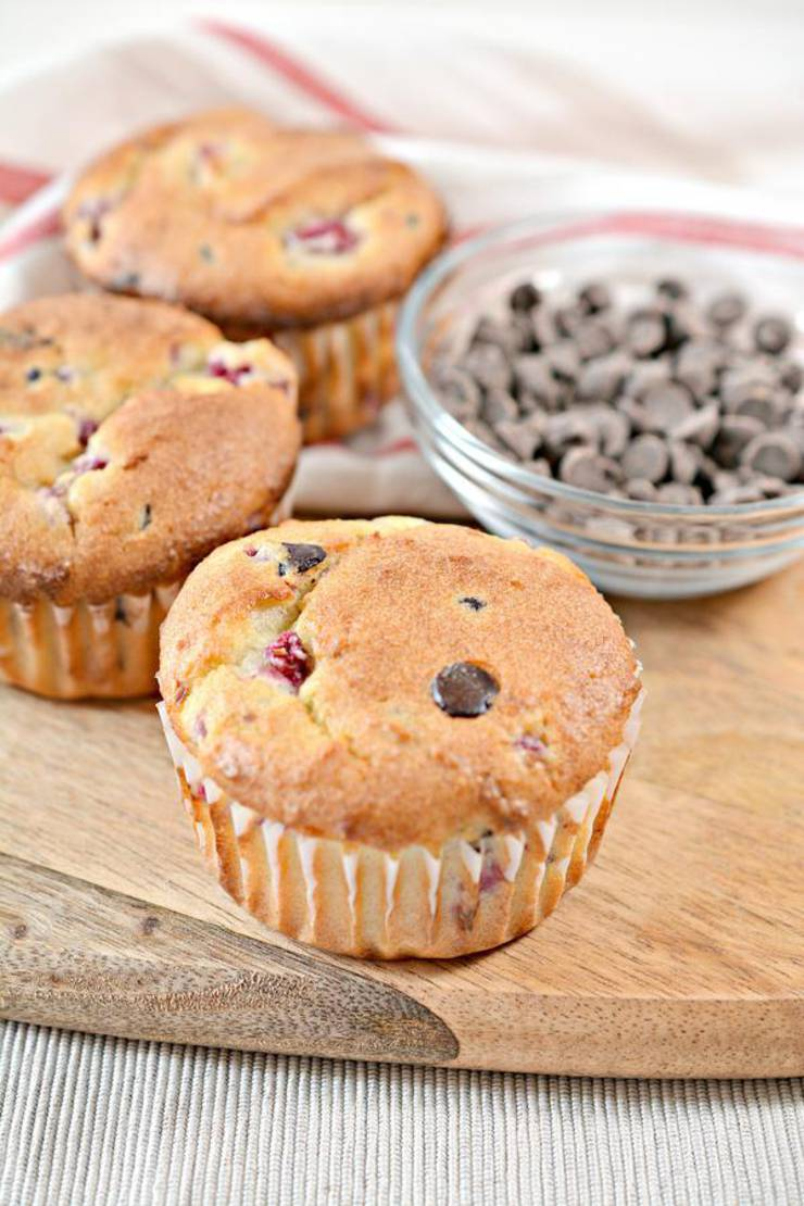 BEST Keto Muffins! Low Carb Raspberry Chocolate Chip Muffin Idea – Quick & Easy Ketogenic Diet Recipe – Completely Keto Friendly