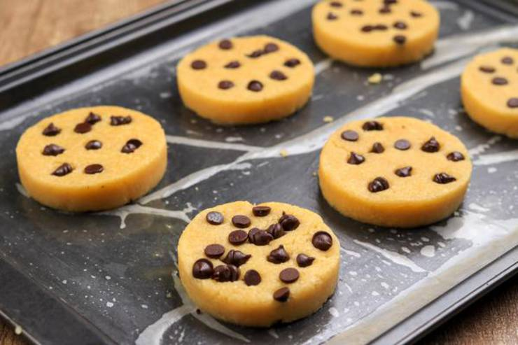 Keto 4 Ingredient Chocolate Chip Shortbread Cookies