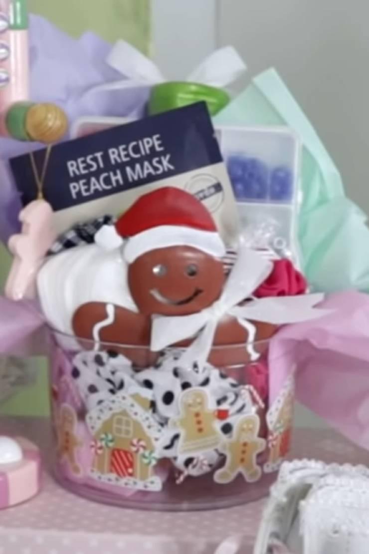 BEST Dollar Tree Christmas Gift Baskets! Easy DIY Dollar ...