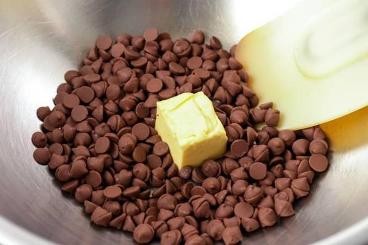 Keto Chocolate Macadamia Nut Caramel Clusters