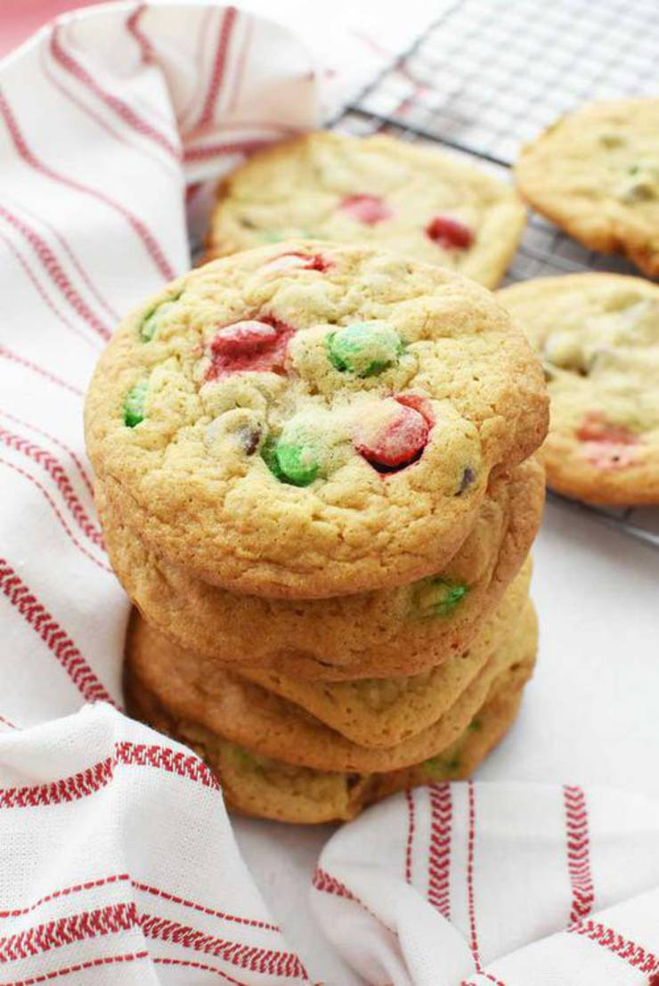 Chewy Christmas Chocolate Chip Cookies