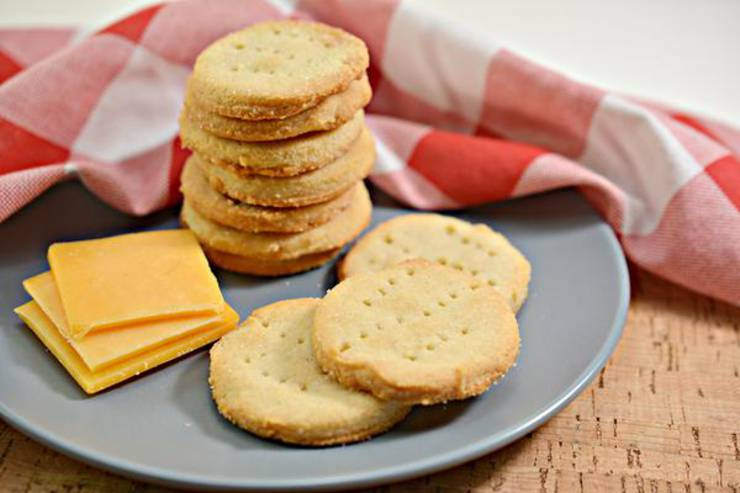 5 Ingredient Keto Crackers – BEST Low Carb Keto Ritz Cracker Recipe Copycat Crackers – Easy – Snacks – Appetizers – Keto Friendly & Beginner