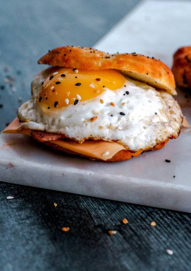 Keto Breakfast Sandwich! BEST Low Carb Keto Bagel Breakfast Sandwich Idea – Quick & Easy Ketogenic Diet Recipe – Beginner Keto Friendly – Breakfast - Lunch - Dinner