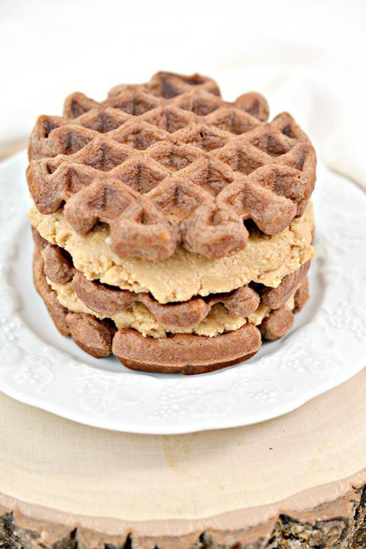 Keto Chaffles Snickers
