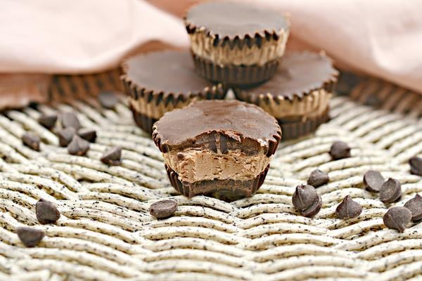 Keto Candy! BEST Low Carb Keto 3 Musketeers Mini Candy Cups Idea – Quick & Easy Chocolate Ketogenic Diet Recipe – Completely Keto Friendly – Gluten Free – Sugar Free
