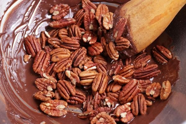 Keto 3 Musketeers Candied Pecans
