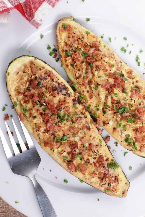 Keto Zucchini Boats – Low Carb Jalapeno Popper Zucchini Boats With Bacon – Keto Stuffed Zucchini Recipe {Easy}