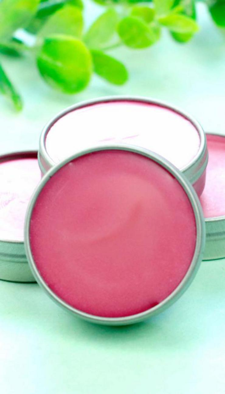 DIY Lip Gloss – Raspberry Lip Gloss Idea {Easy} Raspberry Punch Lip Balm Recipe – How To Make Lip Gloss -  #diy #lipgloss #lipbalm #beauty