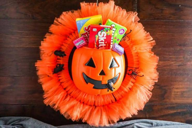 BEST Dollar Store Halloween Wreath! DIY Fall Wreath Ideas – Learn How To Make Wreaths To Make Your Front Door Look Amazing – Candy Dollar Store Hacks – Homemade Halloween Decor