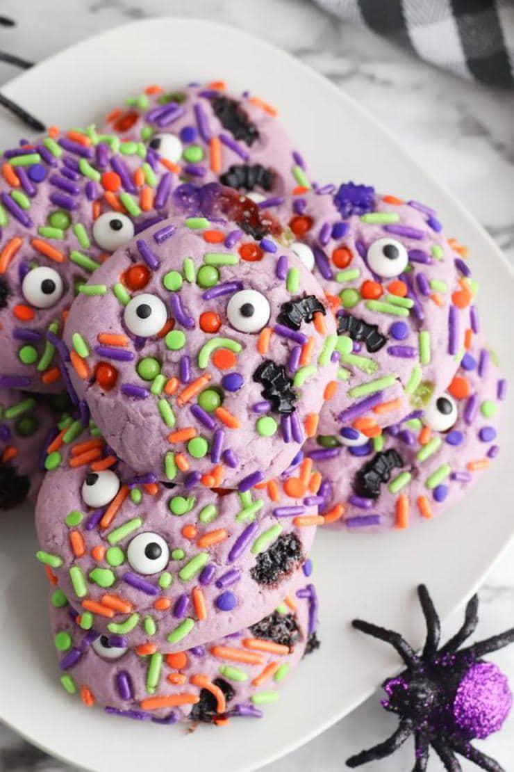 Halloween Monster Cookies – BEST Monster Eye Cookie Recipe – {Easy} Edible Sugar Cookie Monster Eyes – Party Food - Desserts – Snacks #halloween #snacks #desserts
