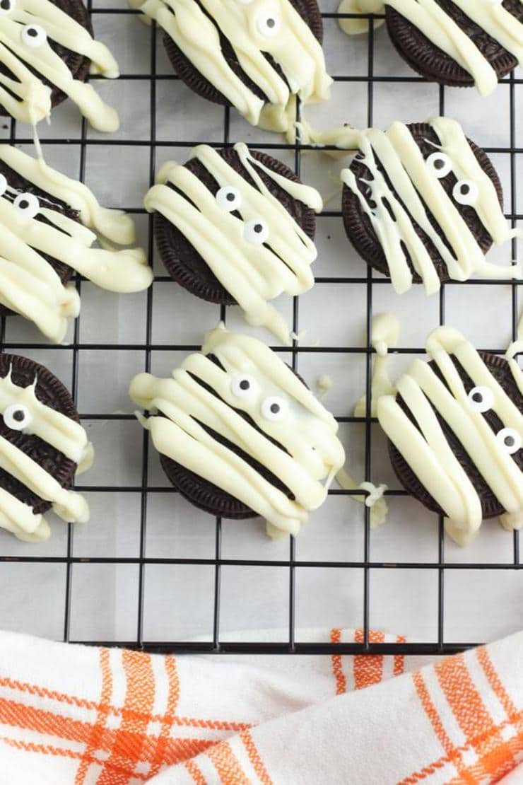 Mummy Halloween Oreo Cookies