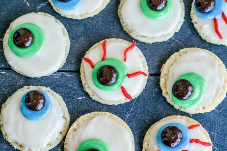 Creepy Eyeball Cookies - Easy & Spooky Sugar Cookies - {Spooktacular} Halloween Treats For Desserts - Snacks - Parties - Adults & Kids! Cute DIY Halloween Food!