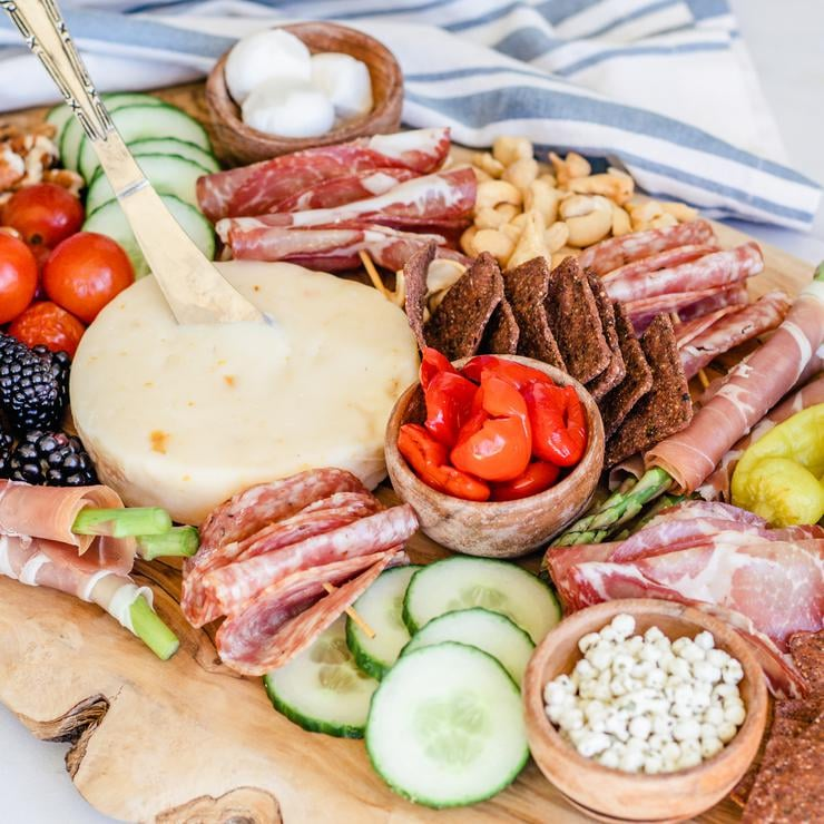Keto Charcuterie Board – BEST Low Carb Charcuterie Board Recipe {Easy – Homemade} Gluten Free