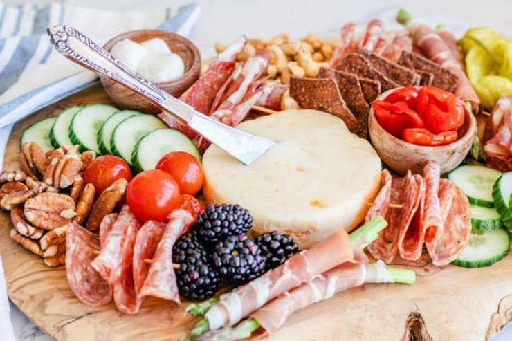 Keto Charcuterie Board – BEST Low Carb Charcuterie Board Recipe {Easy – Homemade} Gluten Free