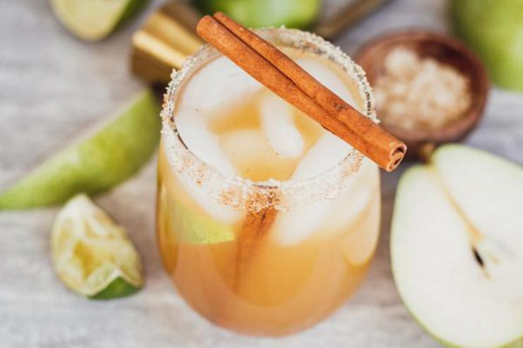 Alcoholic Drinks – BEST Thanksgiving Margarita Recipe – Easy and Simple On The Rocks Alcohol Drinks - Fall Cocktails