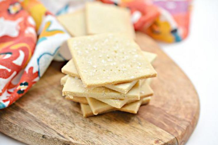 3 Ingredient Keto Crackers – BEST Low Carb Keto Saltine Cracker Recipe Copycat Crackers – Easy – Snacks – Appetizers – Keto Friendly & Beginner