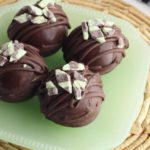 Hot Chocolate Bombs - Easy Mint Chocolate Bomb Recipe - Hot Chocolate Drinks