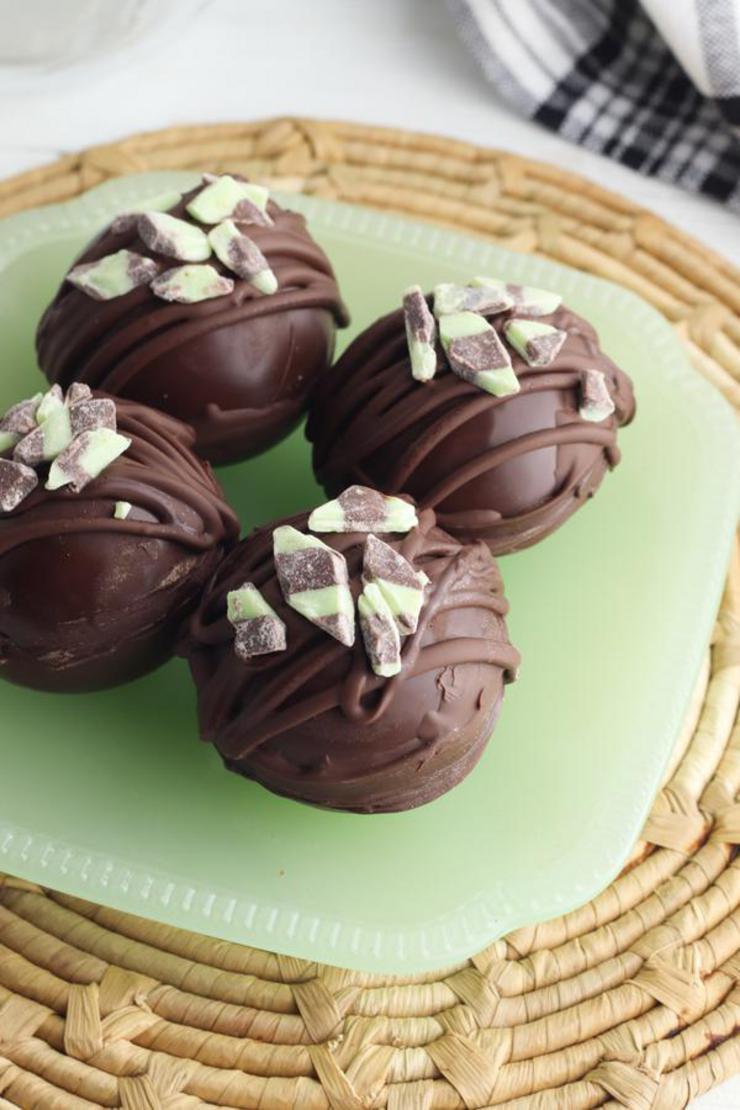 Hot Chocolate Bombs - Easy Mint Chocolate Bomb Recipe - Hot Chocolate Drinks