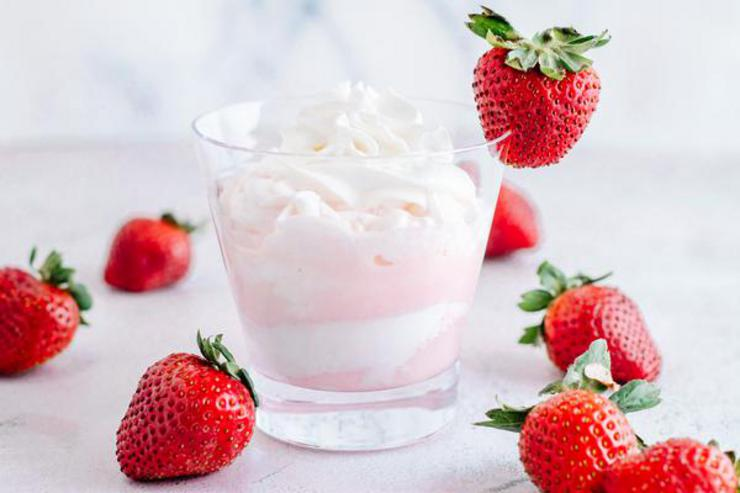 Alcohol Drinks Strawberries And Cream Mudslide
