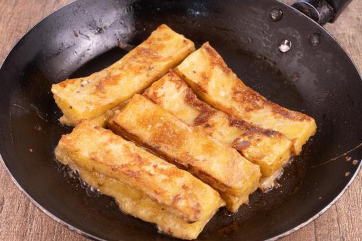 Keto Cinnamon Roll French Toast Sticks