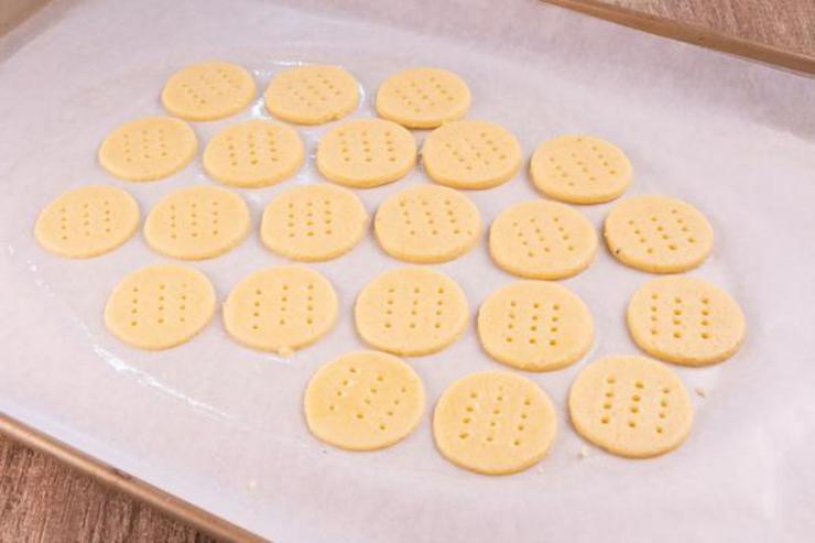 Keto Ranch Cheese Ritz Crackers