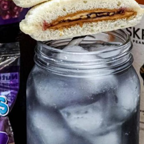 Alcoholic Drinks – BEST Peanut Butter And Jelly Whiskey Cocktail Recipe – Easy and Simple Alcohol Drinks. Skrewball peanut butter whiskey alcohol drink recipe that is tasty & delish.