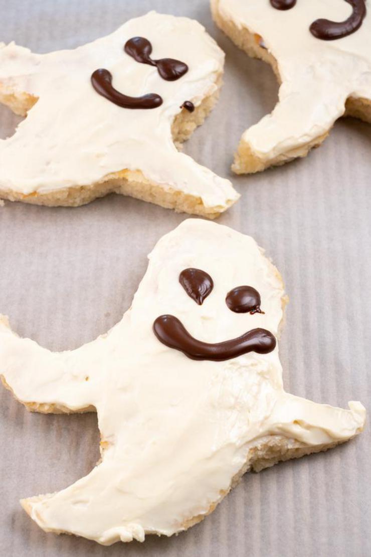 Halloween Ghost Pancakes – BEST Ghost Shaped Pancake Recipe – {Easy} Party Food – Breakfast