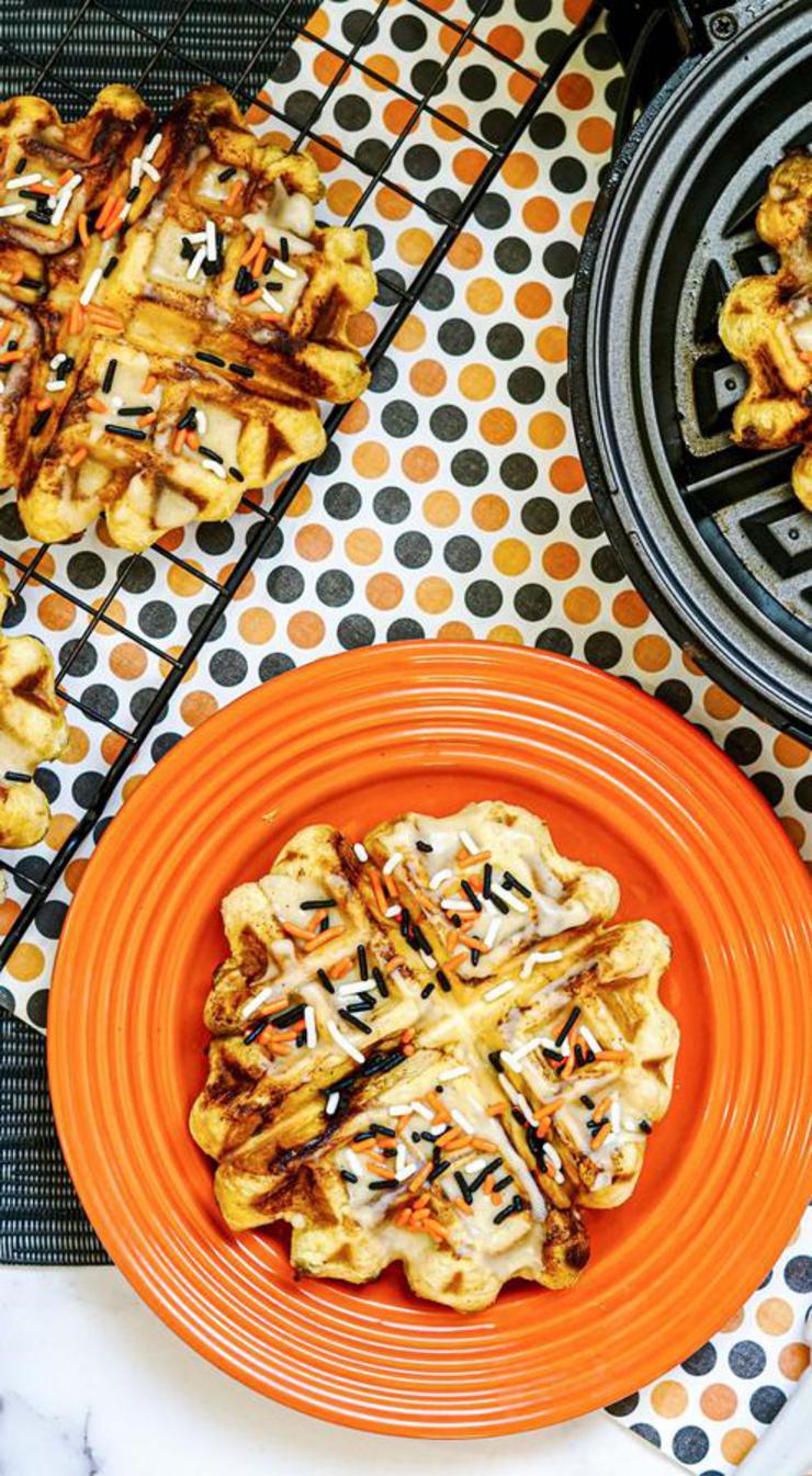 BEST Pumpkin Waffle Iron Cinnamon Rolls {Easy} Recipe